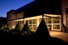 Automatycznie otwierane zadaszenie tarasu ze zintegrowanym oświetleniem. Tarasola Elegancy, Villa Barbara, Jaworze.