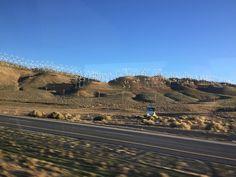 Les Gommettes de Melo: éoliennes sur le chemin de la Californie.