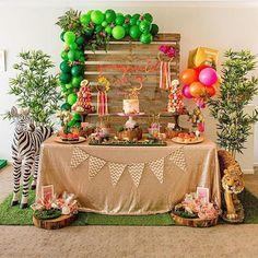 Festa Safari linda! Olha que bacana o arco desconstruído com folhas e flores no meio dos balões! Por @pumpkincarriage.events  #kikidsparty . . . . .  #party #happy #love #family #birthday #bday #instabday #picoftheday #instagood #kids #festainfantil #kidsparty #instaparty #partyideas #inspiracoes #ideias #instamood #partykids #decor #decoracaofesta #instadaily #kikidssafari #safariparty #festasafari #safari