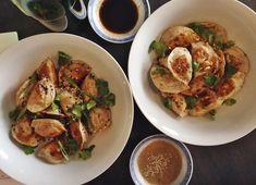 """Petite liste de super restaurants """"pas cher et délicieux"""" à Montréal ou sortir manger. Adresses à retenir pour toutes sortes d'occasions."""