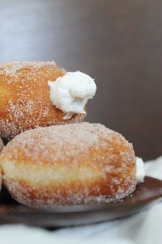 Homemade Vanilla Creme Filled Donuts ~ like Krispy Kreme Donut Recipe No Yeast, Baked Donut Recipes, Doughnut Filling Recipe, Recipe Doughnuts, Donuts Donuts, Baked Donuts, Bread Recipes, Cooking Recipes, Delicious Donuts