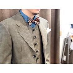 < check×denimshirt > オールドなチェック柄のスリーピースにデニムシャツ。 ボタニカルな蝶ネクタイを合わせて。 ※オンラインショップで蝶ネクタイのご購入も可能です。 . . . ----------------------------------------- ※御来店の際は御予約をお願い致します。 ----------------------------------------- オーダーメイド製品はlifestyleorderへ。 made in japan #ライフスタイルオーダー#オーダースーツ目黒#結婚式#オーダータキシード#カジュアルウエディング#ウエディングスーツ#結婚式準備#新郎衣装#新郎#プレ花嫁#2018秋婚#2018冬婚#デニムシャツ #lifestyleorder#denim#fashionsnap#mensfashion#womensfashion Men Clothes, Groom, Suit Jacket, Suits, Lifestyle, Jackets, Fashion, Down Jackets, Moda