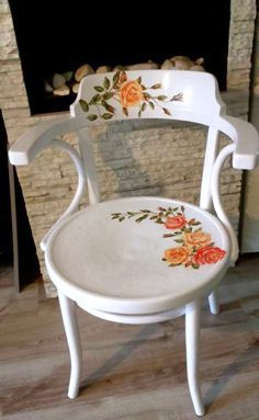 Decoupage on painted chair Decopage Furniture, Decoupage Chair, Funky Painted Furniture, Recycled Furniture, Paint Furniture, Furniture Makeover, Cool Furniture, Furniture Design, Diy Decoupage Projects