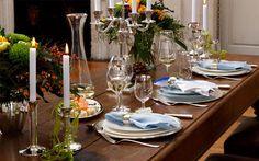 Opulent gedeckter Tisch mit Silberbesteck und Tafelsilber von Sonja Quandt