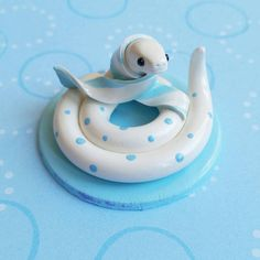 Sky - Adopt Sky the Polka Dotted Winter Pet Snake from The Clay Kiosk on Etsy. Polymer Clay Kawaii, Polymer Clay Animals, Polymer Clay Charms, Polymer Clay Art, Handmade Polymer Clay, Polymer Clay Miniatures, Polymer Clay Creations, Clay Projects, Clay Crafts