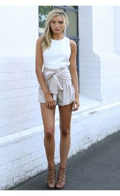 Bow Out Shorts Beige