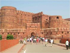The northern part of India is a hub of many ancient monuments. Whether you talk of historical, political or religious monuments, attractions simply abound in northern India. Nepal, Safari, Agra Fort, India Tour, By Train, Tourist Places, Amritsar, New Delhi, Delhi India