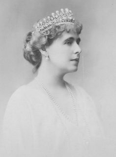 Queen Marie of Romania The Court Jeweller Queen Mary, King Queen, Maud Of Wales, Romanian Royal Family, Royal House, Black And White Portraits, Tiaras And Crowns, Queen Victoria, Fashion History