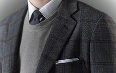 Можно ли надевать свитер с круглым вырезом под пиджак с галстуком?