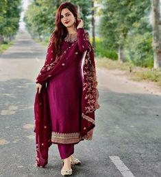 Pakistani Dress Design, Pakistani Dresses, Indian Dresses, Indian Outfits, Designer Party Wear Dresses, Kurti Designs Party Wear, Stylish Dress Designs, Stylish Dresses, Girls Clothing Brands