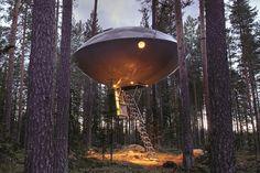 Modelo UFO por Bertil Harström, em Harads, Suécia, inspirada no filme The Tree Lover