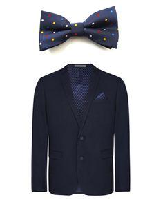 Hoy os traemos un conjunto para tus próximos eventos. Esta chaqueta de Primark, en tonos azul marino con un pañuelo de lunaritos en el bolsillo combinado con nuestra pajarita en tono azul marino también y con lunares de colores para darle un toque de color y alegría. Estarás irresistible con este modelito.