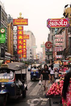 Yaowarat Road. Chinatown, Bangkok Thailand    http://youronlyblackswan.blogspot.com.au/2011/04/chinatown-bangkok.html