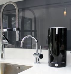 PAVARA sink tidy shown in black gloss. A rotating sink tidy made ...