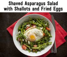 Day 1 Of The Clean Eating Challenge: shaved asparagus salad with shallots and fried eggs 500 Calorie Dinners, Dinners Under 500 Calories, Clean Eating Challenge, Healthy Snacks, Healthy Eating, Healthy Recipes, Healthy Dinners, Buzzfeed Clean Eating, Eating Clean