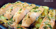 Receta se salmón fácil al horno acompañado de una rica guarnición de patatas panaderas