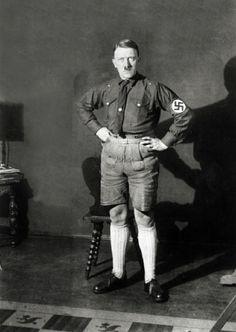 Hitler en short(il c est pas s'abiller se kassos)