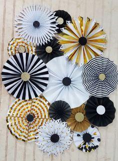NYE rayas y puntos molinete fiesta rosetas - negro, hoja de oro y blanco y brillo - telón de fondo de fotografía - año nuevo, gran Gatsby