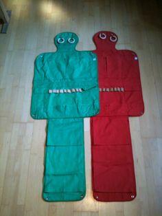 Wand-Untensillio  Original aus den 70ern . Rot und grünes Segeltuch Länge 1.66m Breite 61,5 cm Preis pro Mann