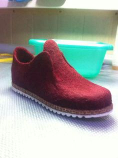 Shoe Template, Felt Boots, Leather Diary, Felted Slippers, How To Make Shoes, Nuno Felting, Felt Diy, Doll Shoes, Wool Felt