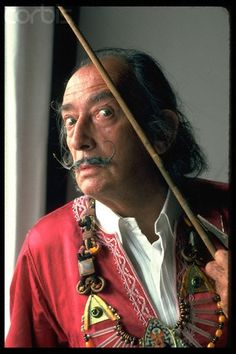 Surrealist artist Salvador Dali poses for a portrait in February 1962 at the St. Get premium, high resolution news photos at Getty Images Salvador Dali Gemälde, Salvador Dali Paintings, Galas Photo, Charles Darwin, Spanish Artists, Art Moderne, Artistic Photography, Vladimir Kush, Famous Artists
