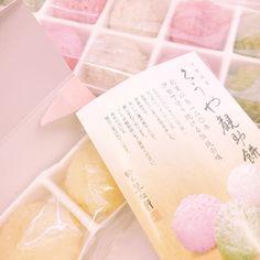 おはようございます 今日も寒いですね() . 昨日三重出身スタッフのご実家から和菓子が届きましたー とっても可愛い色合いのお餅でさっそく頂いちゃいました とーっても美味しかったです いつもありがとうございますm(_ _)m #東京 #文京区 #千石 #千石ひかり歯科 #歯医者 #歯科医院 #dental #dentist #dentalhygienist #dentalassistant #歯科医師 #歯科衛生士 #歯科助手 #三重 #伊勢 #餅 #モチモチ #くうや観助餅 #鈴木翠松軒 #カラフル #芋 #抹茶 #和菓子 #大好き #いつも #ありがとうございます # #