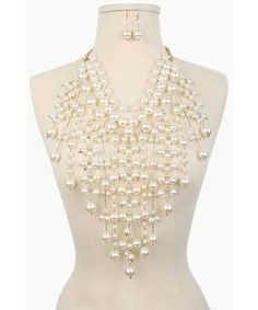 Don't know where i would wear this to but looks very cool.  Pearl Chandelier Necklace_KSCN01120103