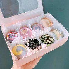 @FunMorningsW/Apples Cute Desserts, Dessert Recipes, Cupcake Tumblr, Comida Disney, Good Food, Yummy Food, Cute Cupcakes, Cafe Food, Aesthetic Food