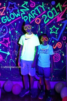 80's, backdrop, birthday, black light, cool idea, DIY, glow in the dark, halloween, HOW TO, ideas, kids can help, neon paint, party, photo booth, sweet 16, theme, tutorial, uv reactive,