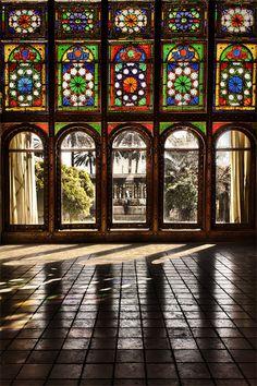 Zinat Ol Molook House and its Orsi doors ( vertical slide doors) facing the inner garden.
