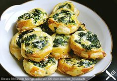 Blätterteig-Spinat-Schnecken Puff pastry-spinach snails, a delicious recipe from the category finger food. Party Finger Foods, Snacks Für Party, Snacks Diy, Snacks Recipes, Pizza Recipes, Cake Recipes, Grilling Recipes, Cooking Recipes, Spinach Puff Pastry
