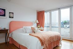 Home Design, Bedroom Design Idea: Cheerful Ambience House