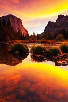 Stunning lakeside sunset at Yosemite National Park, California
