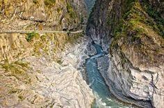 Национальный парк Тароко – #Тайвань (#TW) Если занесёт вас однажды в Тайвань, обязательно посетите Национальный парк Тароко и прогуляйтесь по его Мраморному ущелью!  ↳ http://ru.esosedi.org/TW/places/1000232592/natsionalnyiy_park_taroko/