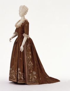 Circa 1785 Robe a l'anglaise, silk embroidered with silk with silk taffeta and tulle trim, probably French.