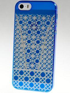 kiriko Bamboo Air Jacket. Azure kiriko Air Jacket on a silver iPhone 5.