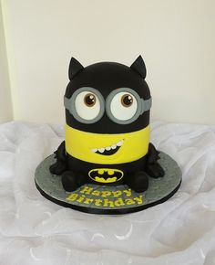 https://flic.kr/p/LE7fWf | Minion as Batman shaped birthday cake