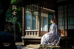 한복 Hanbok : Korean traditional clothes[dress] Korean Traditional Dress, Traditional Clothes, Traditional Fashion, Korean Dress, Korean Outfits, Asian Photographs, Modern Hanbok, Korean Aesthetic, Minka