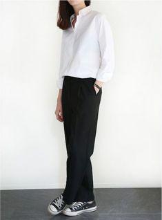 Minimalist Fashion Tips: Womens Minimal Outfits - Biseyre Minimal Fashion Style Tips. Minimal fashion Outfits for Women and Simple Fashion Style Inspiration. Minimalist style is probably basics when comes to style. Style Garçonne, Boyish Style, Style Casual, Casual Chic, Black Style, Curvy Style, Casual Elegance, Smart Casual, Look Fashion