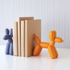 Balloon Dog bookends - seriously cute for a kids room! Balloon Dog, Balloon Animals, Cool Mom Picks, Jeff Koons, 3d Prints, Museum Of Modern Art, Clay Crafts, Decoration, Bookends
