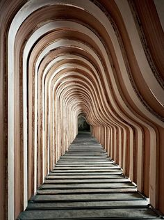 """Steinway Piano factory This blows me away! One of the items on my """"bucket list"""" is to go to New York and visit the Steinway factory to watch them build a piano. This is sooooo neat! New Architecture, Architecture Details, Factory Architecture, Interactive Architecture, Parametric Architecture, Satisfying Pictures, Satisfying Things, Oddly Satisfying, Renzo Piano"""