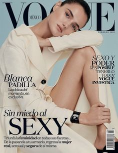 Blanca Padilla lands not just one, but two covers for the February 2016 cover of Vogue Mexico & Latin America. Appearing stunning as usual, the Spanish beauty poses for Alvaro Beamud Cortes in the glossy snaps. Vogue Magazine Covers, Fashion Magazine Cover, Fashion Cover, Vogue Covers, Les Innocents, Magazin Covers, Vogue Mexico, Toni Garrn, Mode Editorials