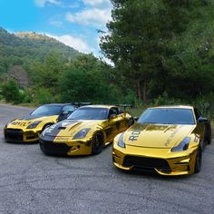 our 3 gold wrapped drifting 350z cars. check instagram @rovelution for more! #350z #goldwrap #drift #roveloil Drifting Cars, Nissan 350z, Squad, Photo And Video, Videos, Check, Gold, Instagram, Classroom