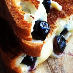 Blueberry and Gouda Grilled Cheese Sandwich {Gluten Free}