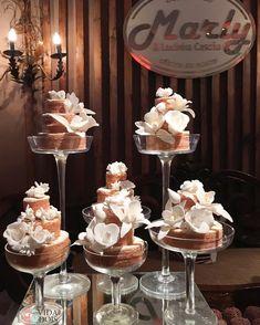 Como sempre os mini bolos de rolo de @lucinhacascao pra fazer a diferença e para nos encantar, sou fã ! Mini Cakes, Cupcake Cakes, Wedding Cakes With Cupcakes, For Your Party, Cake Designs, Cake Decorating, Sugar, Chocolate, Sweet