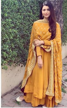 Best Trendy Outfits Part 33 Punjabi Suits Designer Boutique, Indian Designer Suits, Embroidery Suits Punjabi, Embroidery Suits Design, Dress Indian Style, Indian Dresses, Pakistani Dresses, Indian Attire, Indian Ethnic Wear