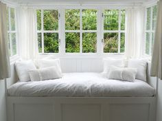 The Sea Swallow holiday cottage Cornwall. Bedroom 1 window seat.