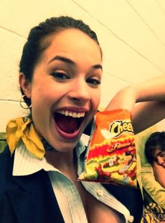 Alexis Knapp on the set of Pitch Perfect with her favorite snack, flaming hot Cheetos Ü
