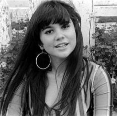 """Linda Ronstadt, Santa Monica by Henry Diltz "" Linda Ronstadt, Henry Diltz, The Ventures, Jackson Browne, Women Of Rock, Laurel Canyon, Beautiful Voice, Beautiful People, Beautiful Lyrics"