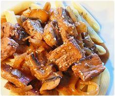 Une variante extra du boeuf stroganoff prêt en 15min. La sauce est un pure délice avec des pâtes. J'adore réaliser ce plat de temps à autres car on s'en Pot Roast, Pork, Dishes, Ethnic Recipes, Table, Dinner Entrees, Cooking Recipes, Carne Asada, Pork Roulade